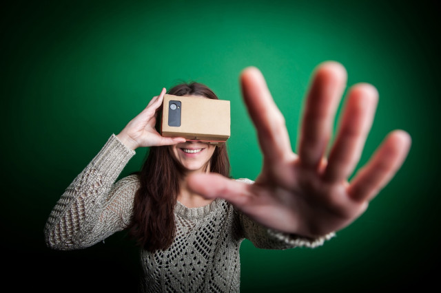 google-cardboard-wearable-virtual-reality-headset-640x0
